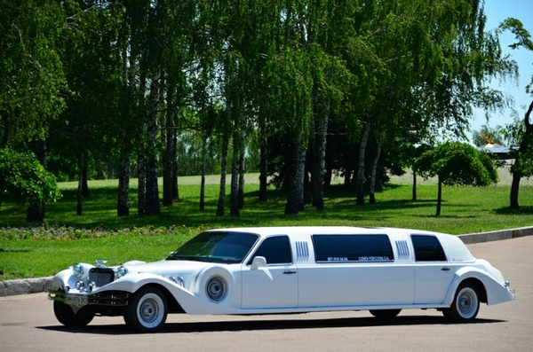 Ретро лимузин Excalibur Phantom