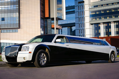 Chrysler 300C лимузин черно-белый